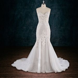 Dresses   Skirts - Lace wedding dress with tulle skirt 7c8df0a9925